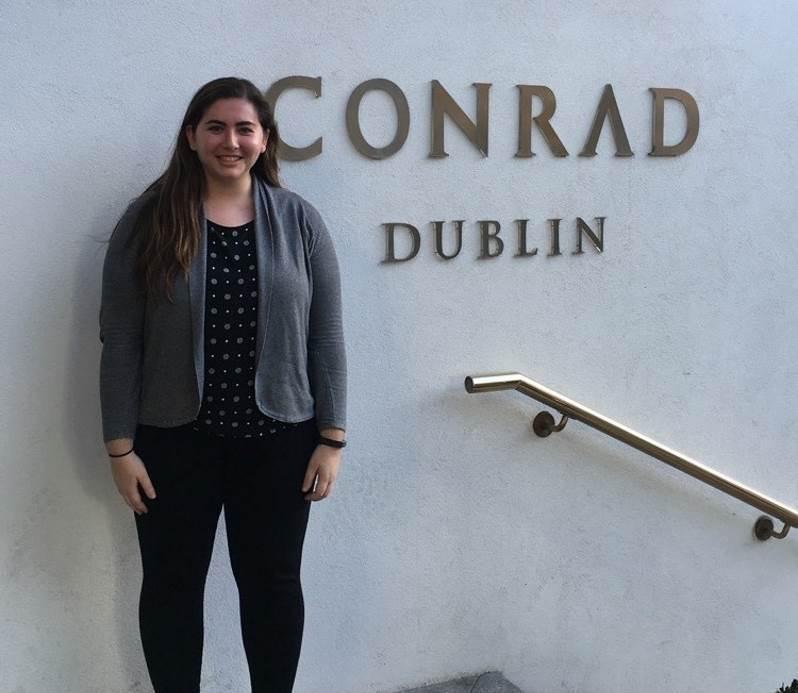 蕾切尔·亚斯基在爱尔兰报道